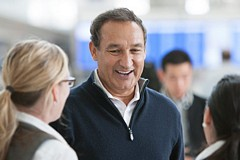 Two Leadership Lessons from United Airlines' CEO, Oscar Munoz